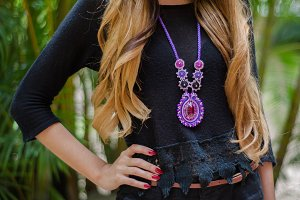 Midsection woman necklace