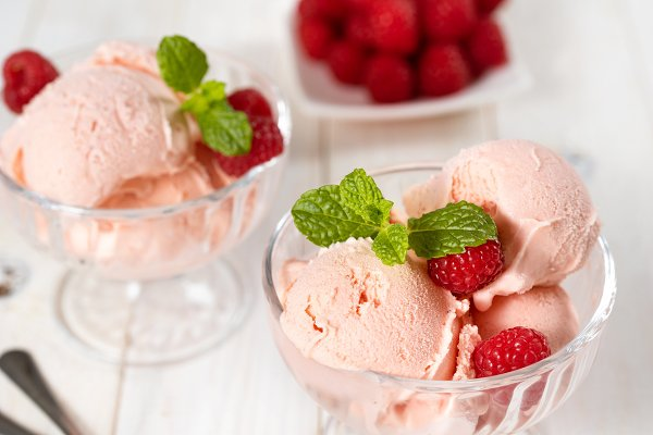 Food Images - Rasberry ice cream balls served in g