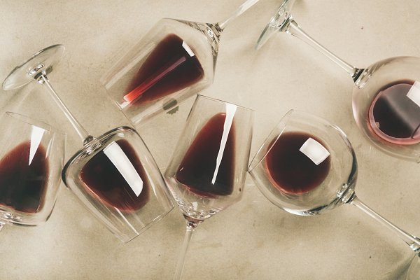 Flat-lay of red wine in glasses ove…