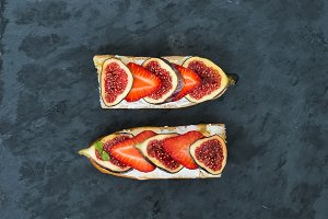 Sandwiches with fig and strawberry