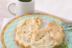 Charlotte apple pie and coffee