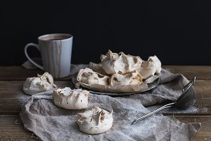White meringue and hot chocolate