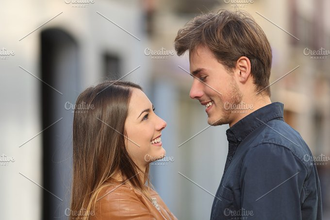 Profile of a couple looking each other in the street.jpg - People