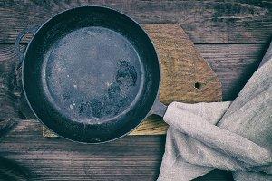 black round frying pan