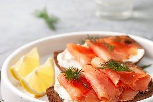 sandwich with salmon and cream chees