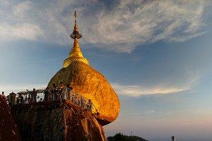 Kyaiktiyo Pagoda aka Golden rock at