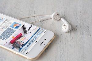Earphones and smartphone with statis