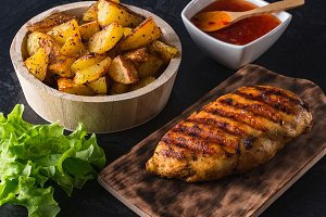 Grilled chicken breast with potato