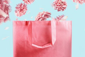 Shopping bag with flying flowers