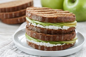Apple and ricotta sandwiches