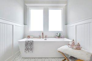 White Modern Soaking Tub