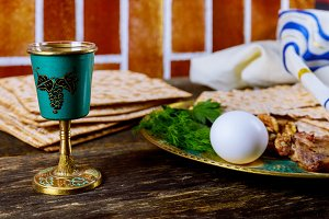 Matzo for Passover with Seder plate