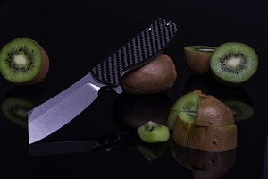 Chopper fruit slicing. Sliced Kiwi.