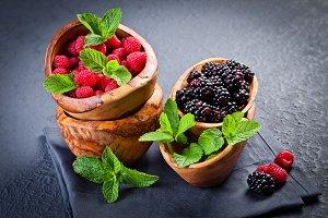 Fresh blackberries and raspberries w