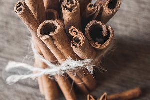 Cinnamon sticks and aniseon on the