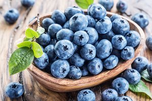 Blueberries in the wooden bowl on th