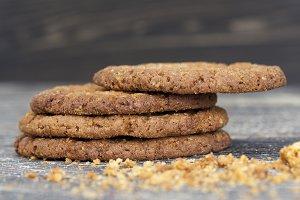 crumbs round-shaped oatmeal cookies