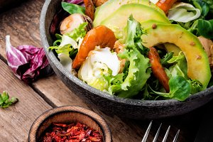 Salad with prawns and mussels