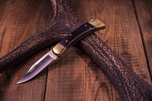 Premium knife. Legendary hunting.
