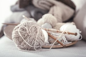 Knitting needles and thread