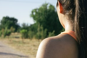 Back of a runner woman in the field
