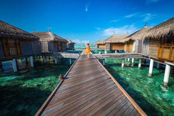 Maldivian resort with cabins on wat…