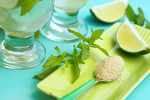 Mojito cocktail and its ingredients