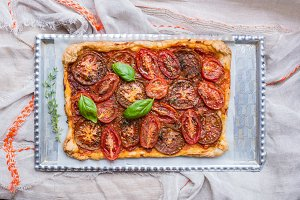 Tomato open pie with fresh basil