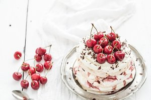 Pavlova cake with fresh cherry