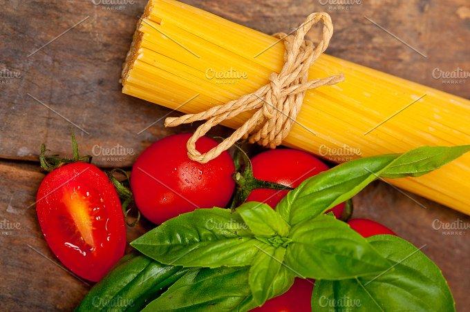 tomato basil spaghetti pasta 043.jpg - Food & Drink