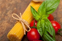 tomato basil spaghetti pasta 042.jpg