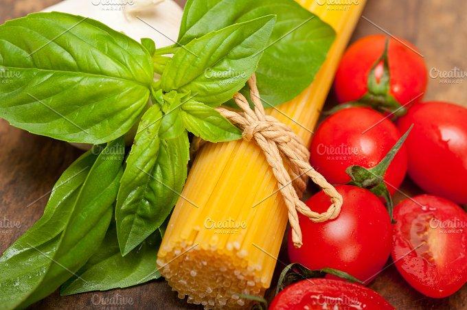 tomato basil spaghetti pasta 056.jpg - Food & Drink