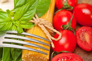 tomato basil spaghetti pasta 061.jpg