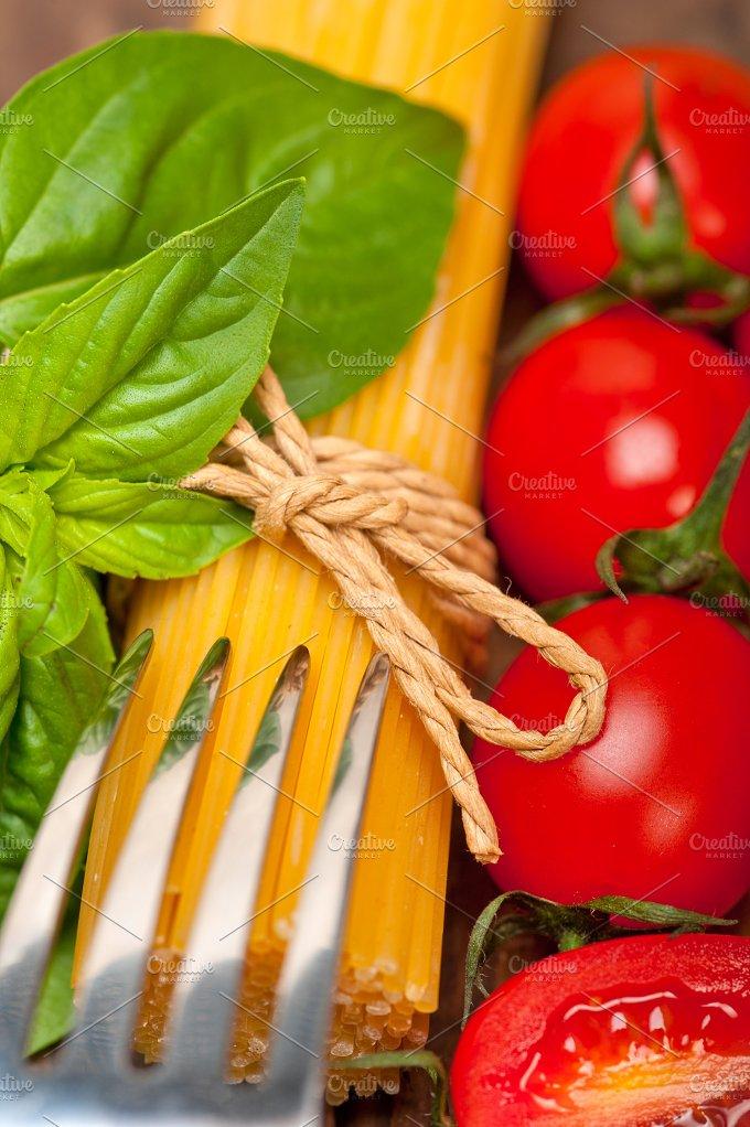 tomato basil spaghetti pasta 063.jpg - Food & Drink