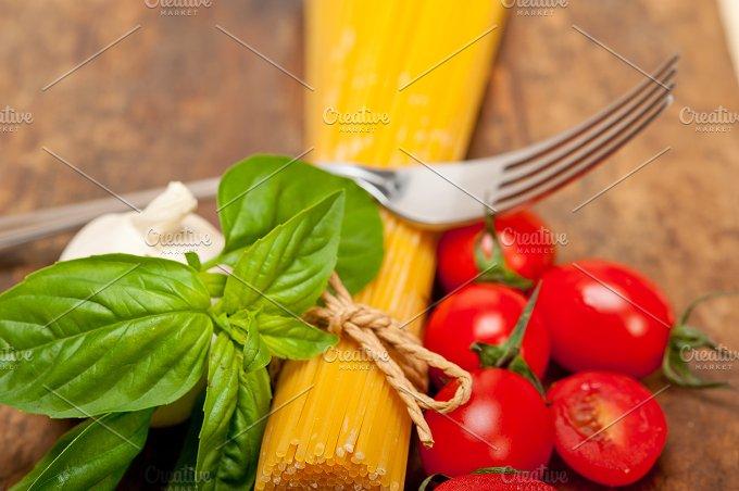 tomato basil spaghetti pasta 064.jpg - Food & Drink