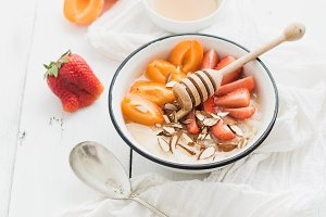 Rice cereal with fresh strawberry
