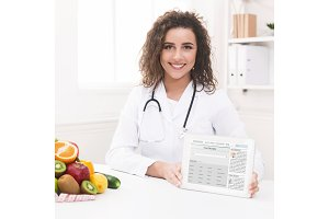 Doctor nutritionist holding blank
