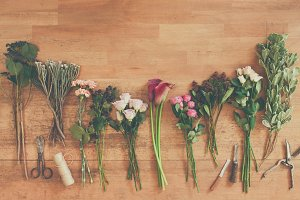 Empty paper and flowers bouquets on
