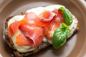 Sandwich with trout and mozzarella