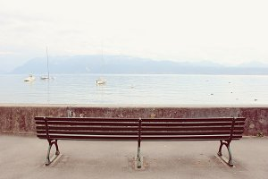 Empty bench beside the lake