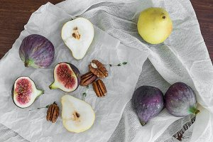 Figs, pears and pekan nuts