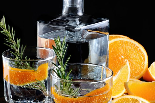 Food Images - Classic Dry Gin with tonic