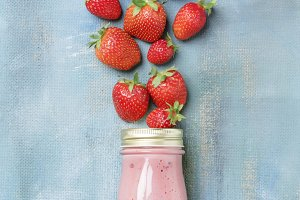 Strawberry non dairy smoothies with