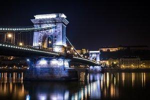 The night view of the Chain bridge