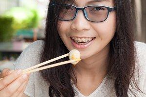 woman eat noodles.