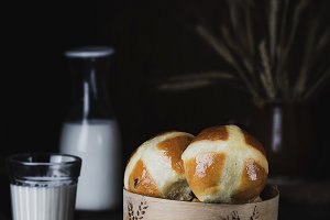 English Easter hot cross buns