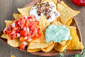 Cheese nachos with dips