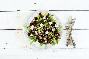 Beetroot salad with arugula and feta