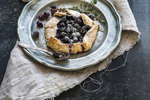 Crusty pie with blueberries