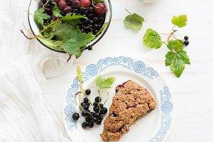 Black-currant scone bisquit